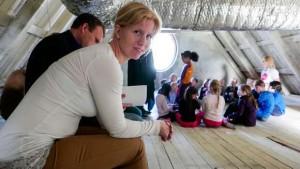 Varaordfører Maria S. Fjellstad (V) stilte for å observere dramatimen. Foto: Øivind Arvola. Klikk på bildet for hele artikkelen i Harstad Tidende.